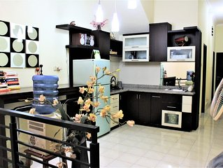 Spacious, Well Equipped  Downtown 5 min to Tunjungan Plaza 0.9 km - ROOM 2