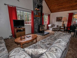 Mountain Style Cabin~Practical Kitchen~Gas Fireplace~Laundry~Close To Town~