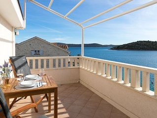 Amazing 1-bedroom SEASIDE Apartment, only 25 minutes from Split Airport. Apt.No4