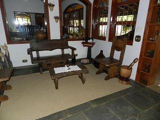 Belíssima casa - Atibaia. Lareira, Churrasqueira, Piscina, Wi-Fi. Lazer completo