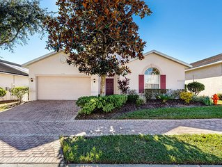 Spacious 4bed/3bath Courtyard Pool Villa, close to Disney, at gated West Haven