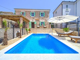 Villa Stone Queen With Heated Swimming Pool And Seaview, Just 100 Meters To Sea