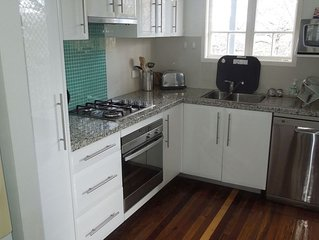 2 Bedroom townhouse 2 km to city from $686 per week FREE WiFI