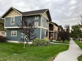 Cute, Cozy Condo Close to shopping, restaurants, coffee and all Bozeman offers!