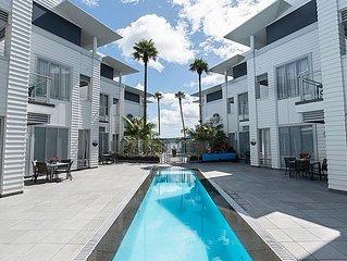 Convenient Luxury - Central Paihia Apartment