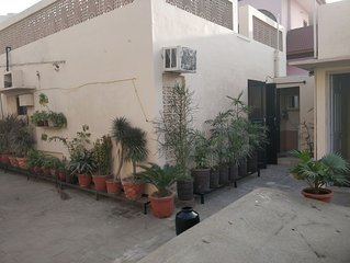 modern room just 10 minute walk from golden temple for families