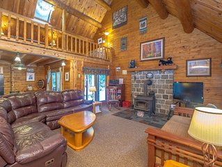 Luxury Log Home, Near Story Land, Super Clean, Views, Pool In/Out & Fitness.
