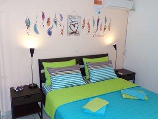 Cozy Place: 4,5km to Center, 2Bdr Apt, 92m², TV, WiFi, A/C, Garden, Parking