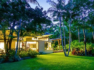 Luxury beachfront holiday house for families, friends & pet-friendly