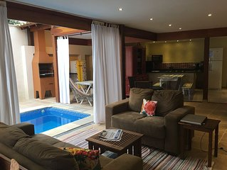 8 suites c/ar cond. Piscina em raia, Churrasqueira,Garagem, Wi-Fi, netflix