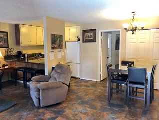 1 bed 1.25 pet friendly condo in the heart of Mammoth on shuttle route