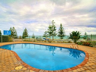 Scarborough Beach Front Resort - Shell Four - 7+day discounts available!!