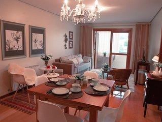 ENCANTADOR apartamento MOBILIADO e DECORADO no centro de Gramado