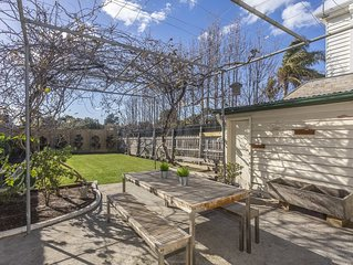 Toorak house. Family Accomodation. Garden, OS parking and pets