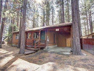 Centrally Located Pet Friendly Cabin w/Hot Tub and BBQ on Deck (CYH0607)