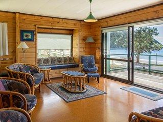 Stunning Russell - Ocean front beach house -