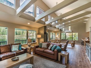 River Chalet: Spacious, Contemporary Home on the Wenatchee River!