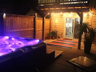 Downtown Kingston vacation retreat with Hot Tub and fire pit and nice backyard