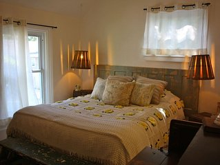 Lundy's Farmhouse B&B - Buttercup Room