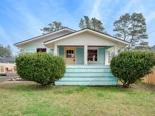 Cozy Cottage for 8 - Walk to beach, family &  pet friendly! Clammers welcome!