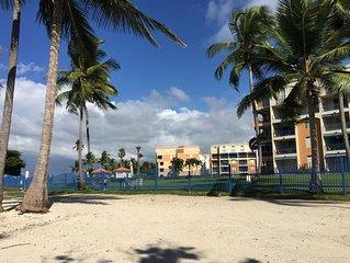 Beachfront modern condo, Golf, Beach, Pool, WiFi and more. Sleeps 6