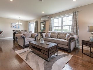 Luxury 4 Bed 4 Bath Home in Central Location