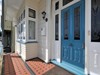 CITY-END Oriental Bay (SLEEPS 8)