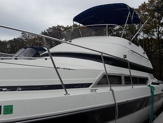 "Waterfront 30"" Carver/Yatch rental Providence RI"