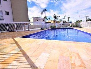 Apartamento NOVO para 6 pessoas, cond com piscina, churrasq, playground, quadra