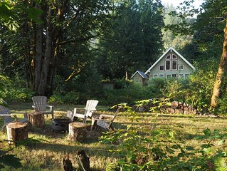 Galena's Getaway: spacious & bright Cascade mountain home on 3 gorgeous riverfro