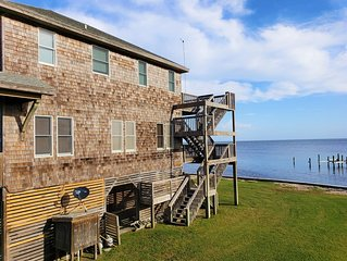 Sound front w/ expansive sound views. Close to pristine beaches in Hatteras