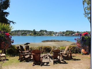 Carolyn's Cove B&B and Cabin - Inner Cove - Queen B&B Room #2 with Ocean View &