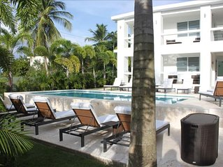 The Haven - Both Levels of Private Tropical Sanctuary