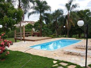 Casa aconchegante com piscina na Fazenda Bonsucesso