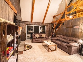 Beautiful 5BR Lodge | Hot Tub, Game Room, Firepit