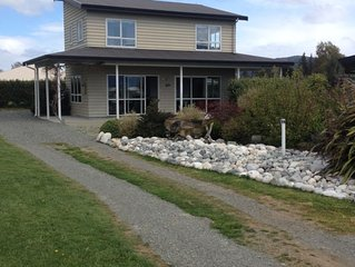 Panoramic Fiordland Views from sunny warm rooms. Fresh Clean Linen included �!
