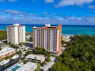 Central Fort Lauderdale Beach. Excellent Location. 2-Bedroom Condo. Sleeps 8.