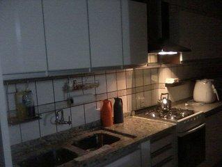 Ótimo Apartamento Duplex a 50 mts da Praia , 2 Garagens, Ethernet, Wi-fi