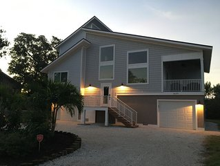 Totally Remodelled Sanibel Home! Minutes to beach!  Sleeps up to 10!