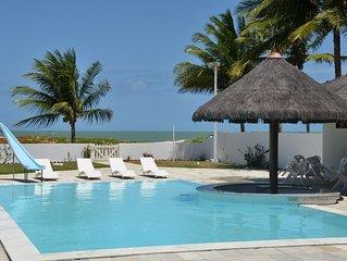 Excelente casa beira mar, com piscina, bar aquático e mine campo de futebol