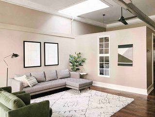 Cru Loft in the Heart of Downtown Knox