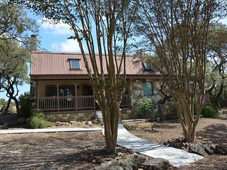 4 Bedroom Lodge With Pool Table Minutes to Wimberley or San Marcos