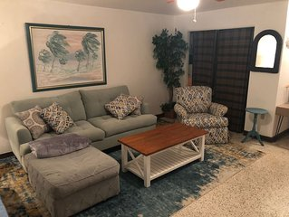 New vintage-chic apartment on fort Myers Beach. 150m to the beach.