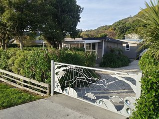 Cheerful Cosy Bach in South Bay, Kaikoura