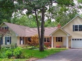 Lovely house in a nice Edgewater neighborhood sleeps up to 14 people and has par