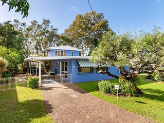 Bribie Beach House, Waterfront directly across the road  -  Solander Esp, Banksi