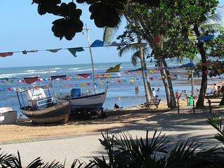 Atraente apartamento em condominio na frente da praia na vila de Praia do Forte