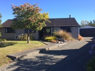 Cosy Te Anau Holiday House with Unlimited WIFI and Sky TV including Sports