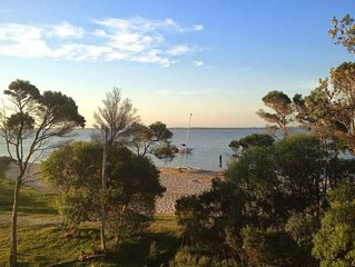 Lakeside holiday home - right on the beach