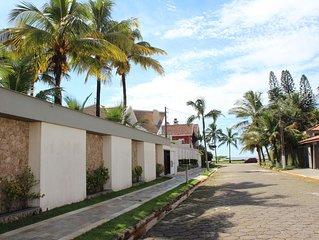 A 30 m da praia com 8 quartos, sendo 5 suites e piscina